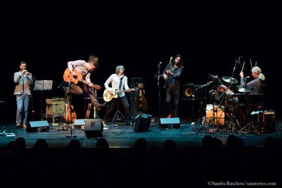 Wenzel und Band beim Konzert in der Oper Halle.